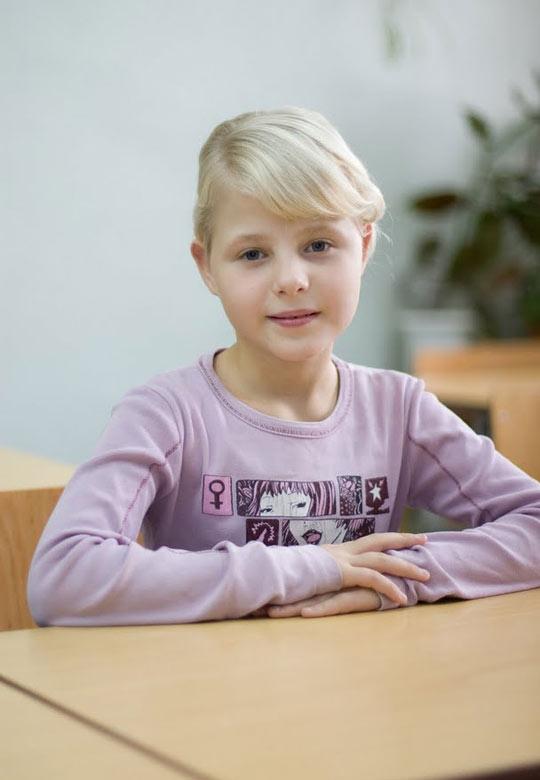 девочкой 11 лет: